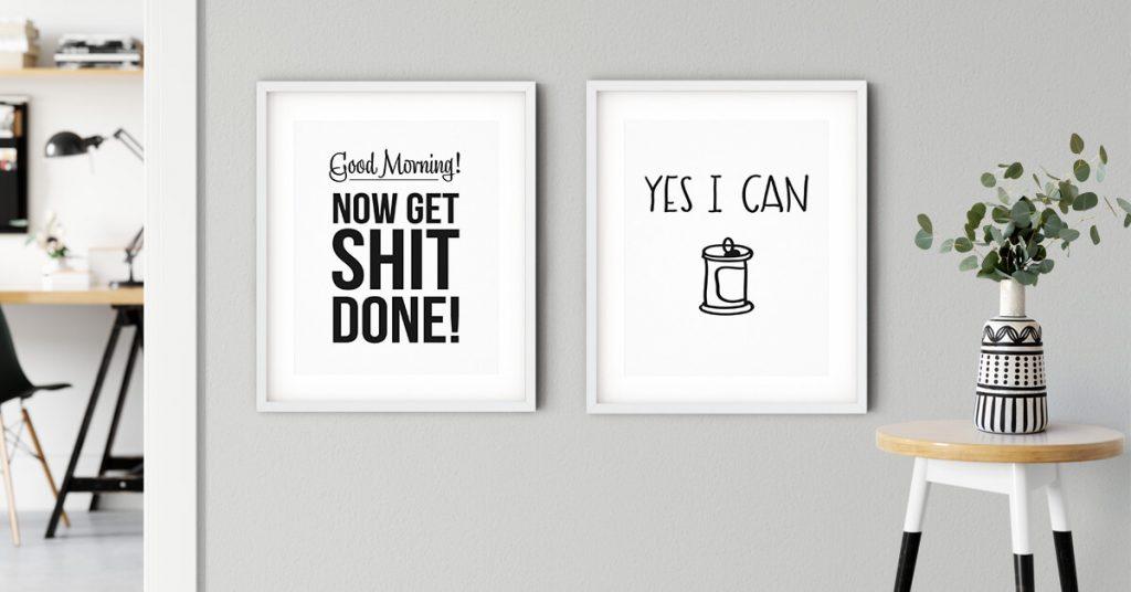 dva motivacijska postera na zidu