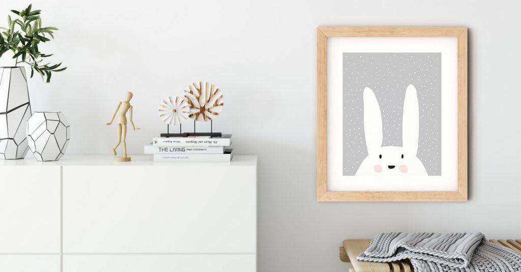 dječji poster zeke na zidu