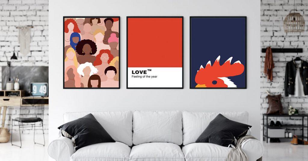 tri uokvirene slike u dnevnom boravku iznad kauča